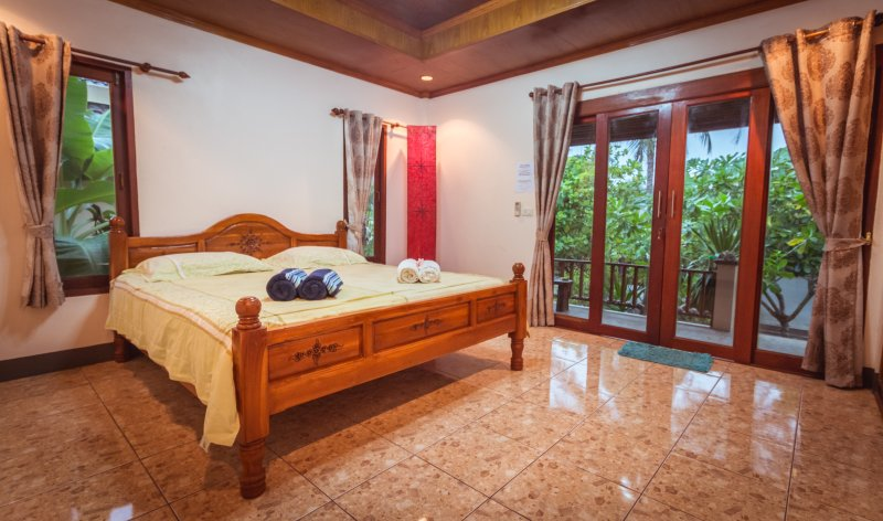 Nice house on beach  with sea view and sunset, vacation rental in Ban Thong Sala
