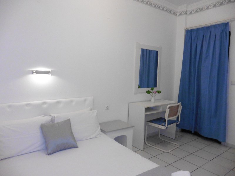 Beautifully decorated spacious apartment in the beach resort of Kokkini Hani/Close to all amenities