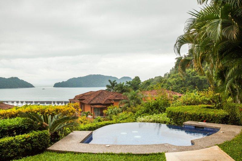 Marbella 4E Luxury Condo at Los Sueños Resort, holiday rental in Herradura