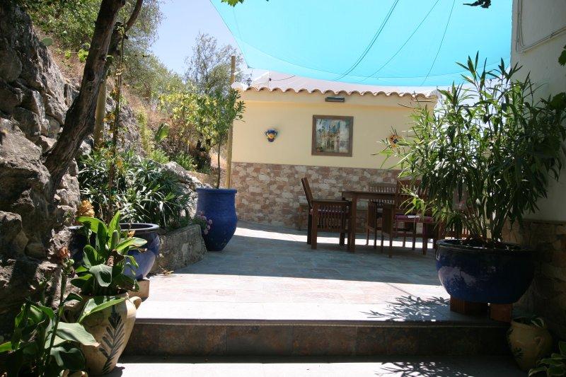 De la vid terraza cubierta mirando hacia el patio interior. Un montón de espacio y una zona de estar