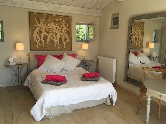 Farmhouse B&B on equestrian estate, holiday rental in Souvignargues