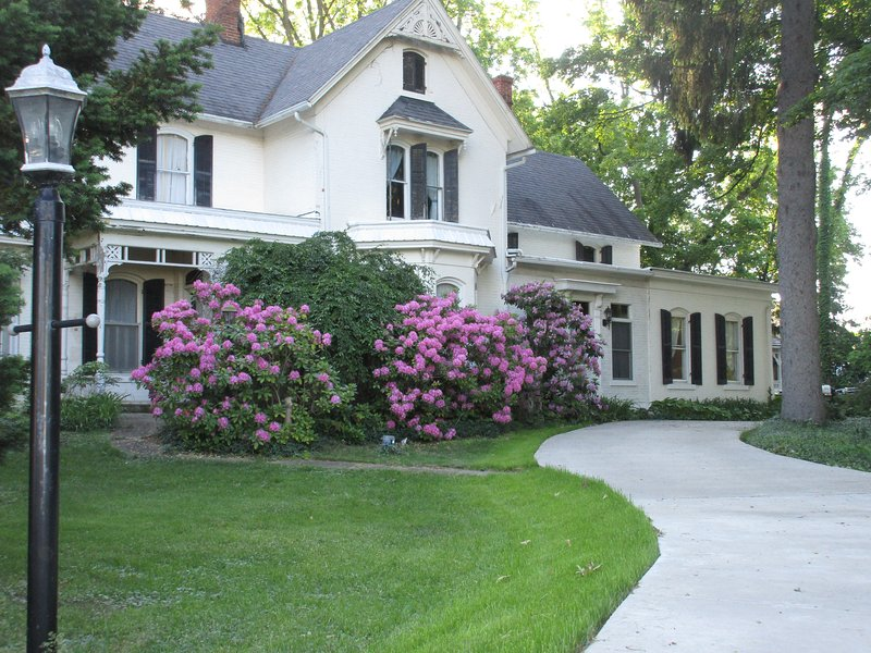 Historic Home for Notre Dame Weekends, 5 miles from campus, holiday rental in Niles