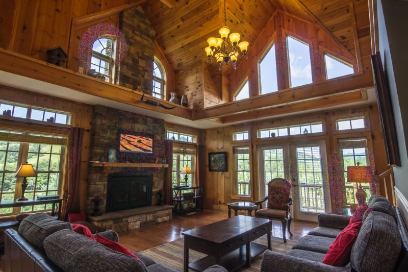 Living room with exposed cathedral ceilings and leather furnishings