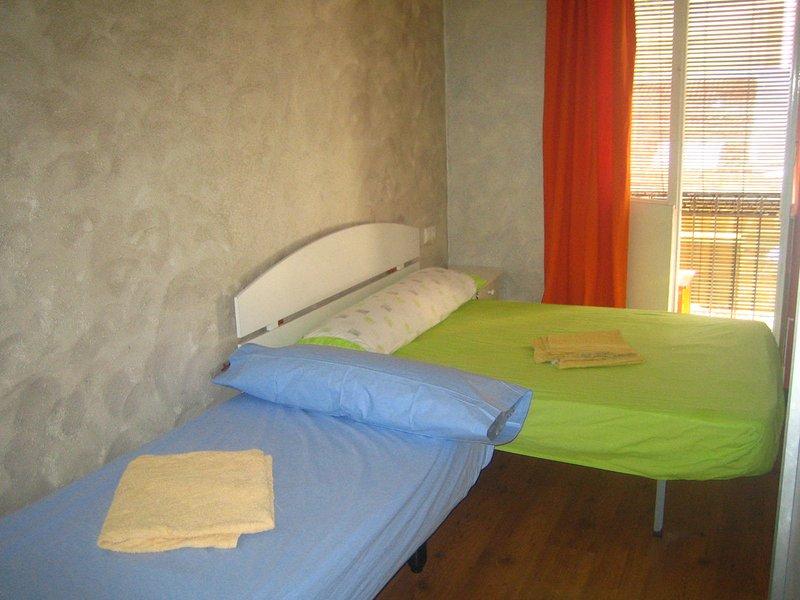 Room 2 (2 Beds)