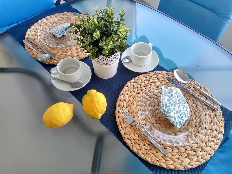 Breakfast overlooking the sea - Terrace with awning