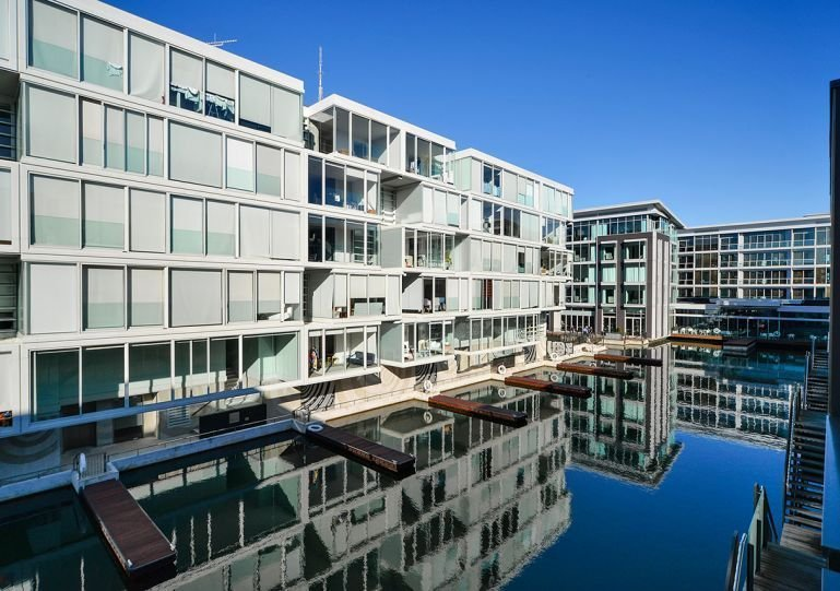 L'appartement est situé au dernier étage du bloc Stratis