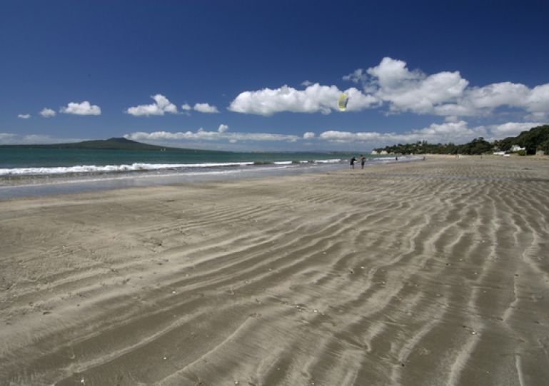 Takapuna Beach, 1 minute walk from Sky Blue and only a 12 min drive to the centre of Auckland City.