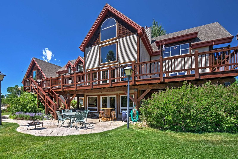 Stunning Silesia House w/ Horse Arena + River View, vacation rental in Joliet