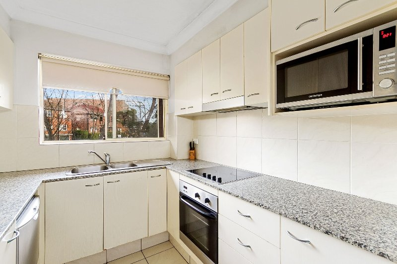 2 bedroom Eastwood Furnished Apartments, Sydney, vacation rental in Glenhaven