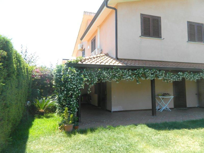 confortevole villetta residence porto ada pizzo calabro, holiday rental in Soriano Calabro