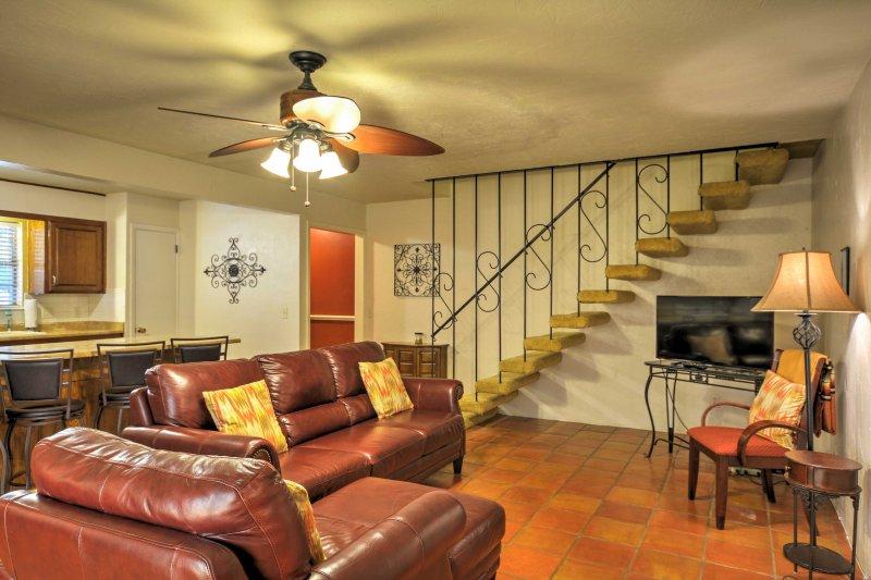 L'intérieur de la maison est décorée dans un style hispano-néo.