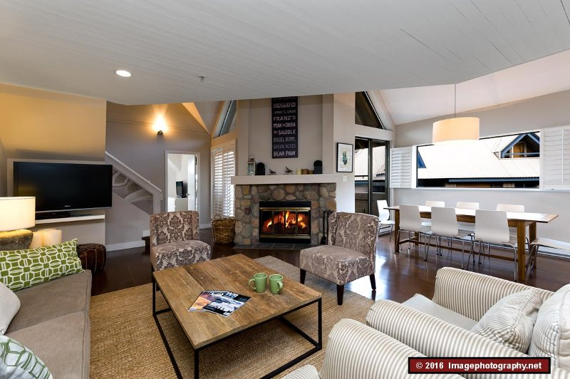 3 Bed, 2 bath, tastefully furnished, well equipped, very comfortable town home., holiday rental in Whistler