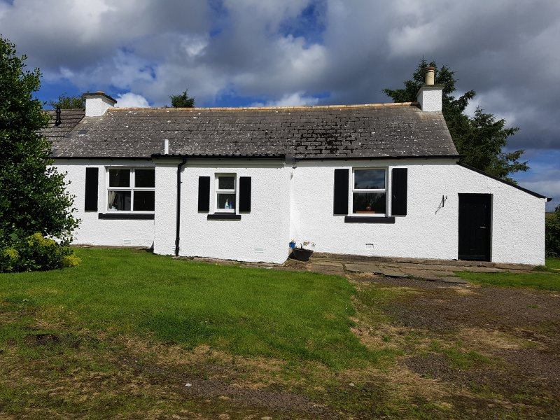 Cosy Farm Cottage, 6 miles from Thurso, holiday rental in Melvich