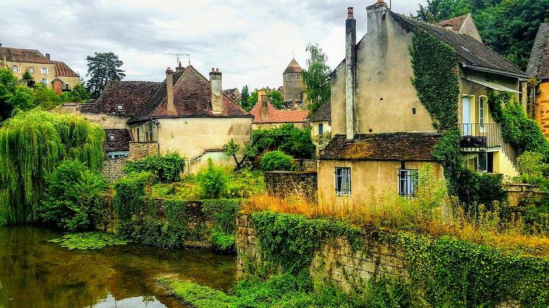 La Maison du Pont in schönen Semur-en-Auxois, Frankreich. In einem Märchenreich weit, weit weg ...