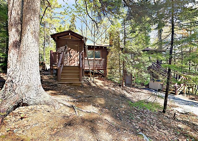 Vintage Sprucewold Cabin w/ Forest Views - Walk to Barrett Park, location de vacances à Bayville