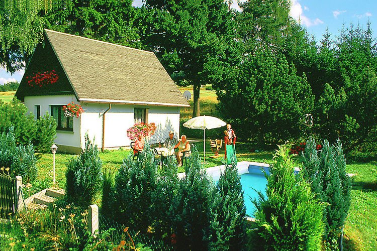 Lovely Holiday Home in Altenfeld with Private Pool, Ferienwohnung in Mellenbach-Glasbach
