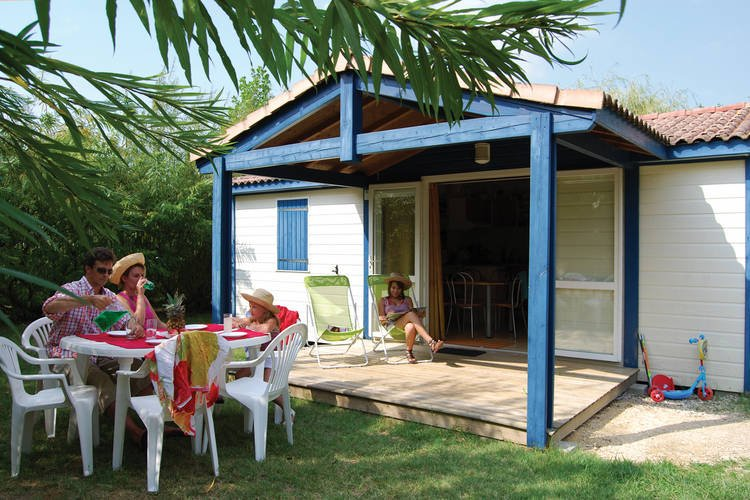 Detached chalet with dishwasher, on the banks of the Lot, vacation rental in Brugnac