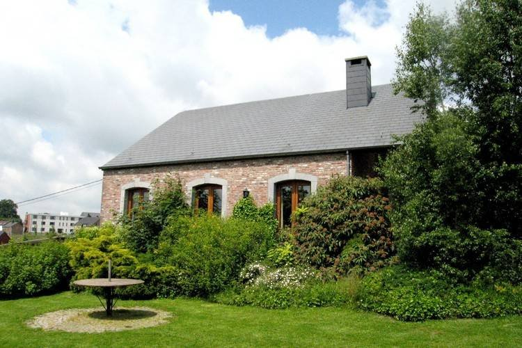 Leisure Farmhouse in Maffe with a Turkish Bath, location de vacances à Hamois