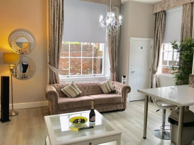 Luxury 2 Bedroomed City Centre Apartment In Grade Ii Listed Building