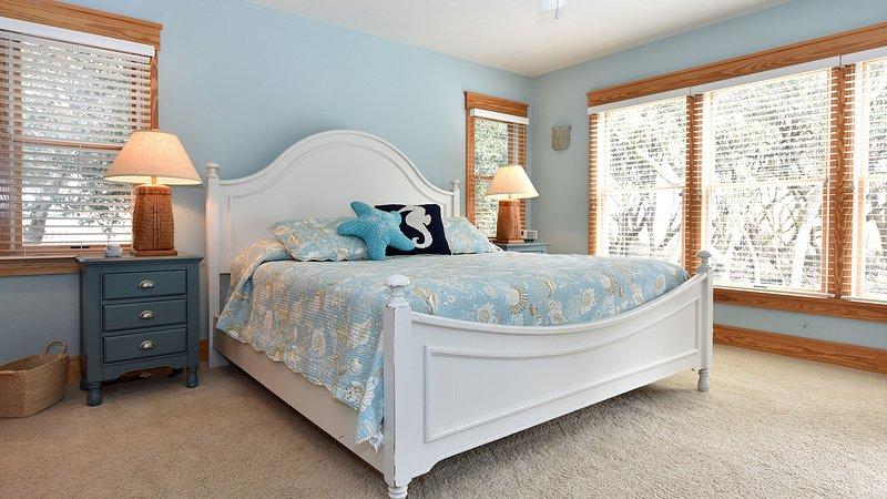 2nd king master bedroom on middle level