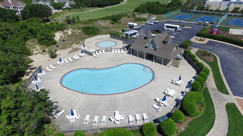 Currituck Club main community pool, very short walk from the house