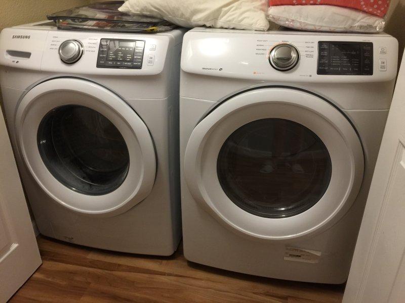 Tvättmaskin och torktumlare inuti enheten