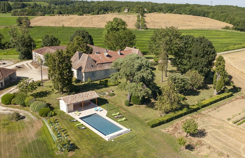Magifique mansion with its French garden, swimming pool and pool house