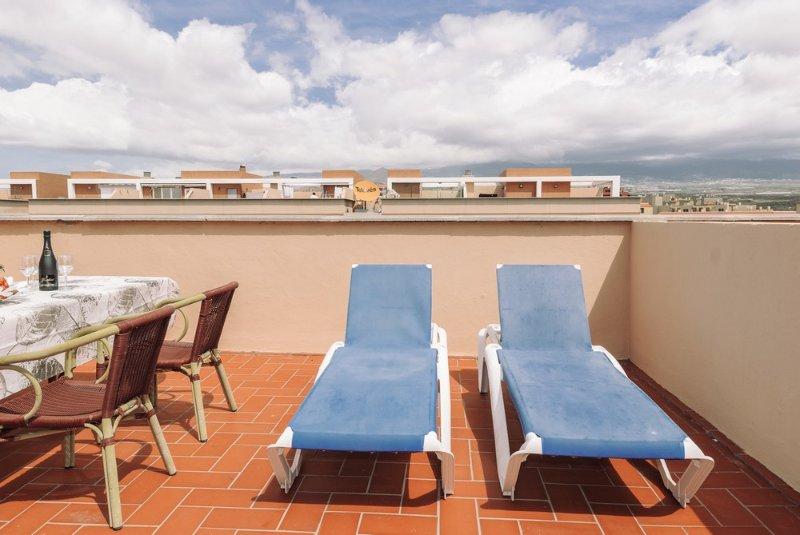 Duplex con terraza solarium en edifcio con piscina, aluguéis de temporada em El Medano