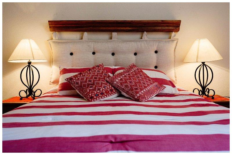 La chambre principale avec ce confortable lit double / queen