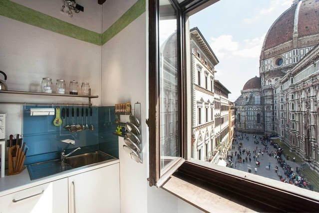 het prachtige uitzicht vanuit de keuken / woonkamer