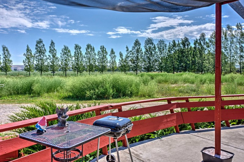 Soak up the views of Joliet from this quaint 3-bedroom, 2.5-bathroom vacation rental house!