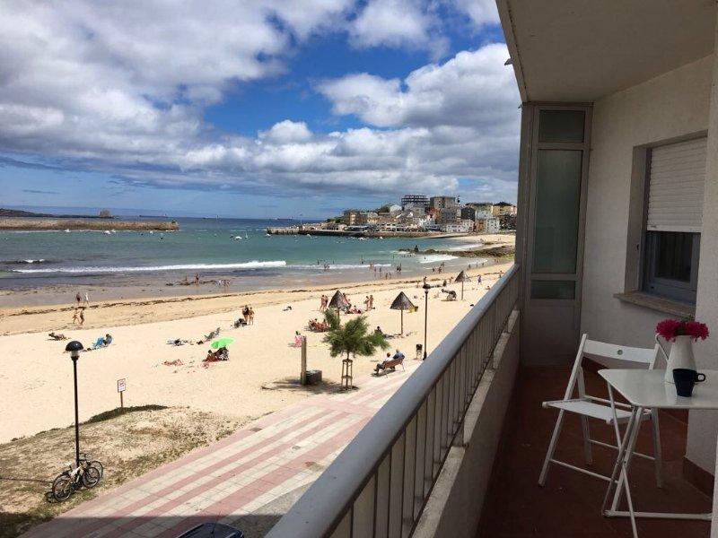 Piso encima de la playa en San Ciprián (WiFi), location de vacances à San Cibrao