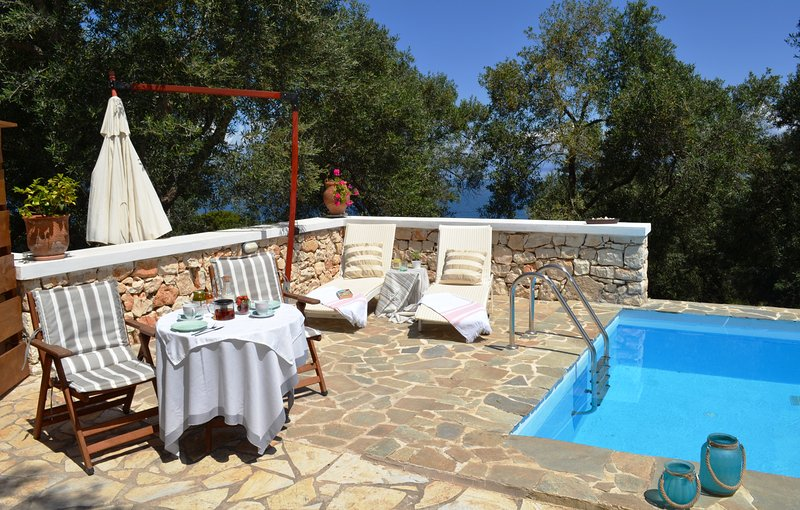 Paxosblue. Junior Suite with private pool, location de vacances à Gaios