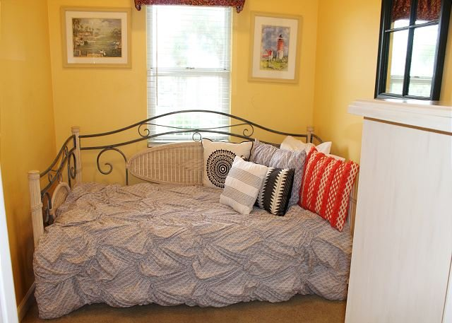 2nd Bedroom with 2 Twin Beds(Trundle)