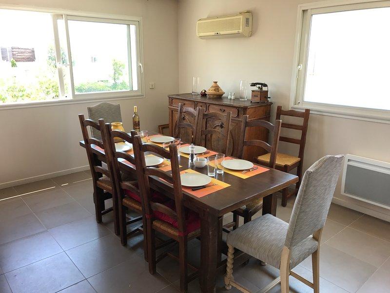 sala de jantar e de ar condicionado (se necessário)