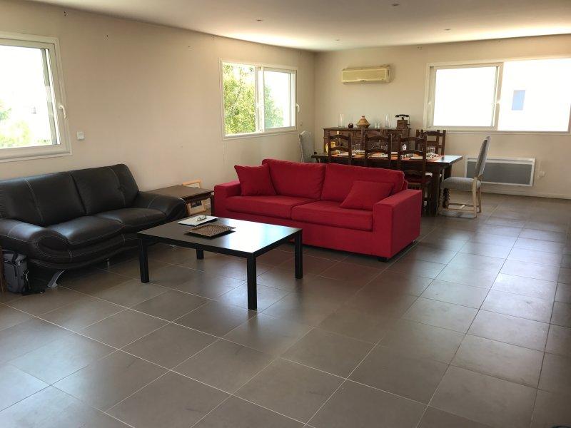 Muito espaçosos, com sala de estar e ar condicionado, se necessário