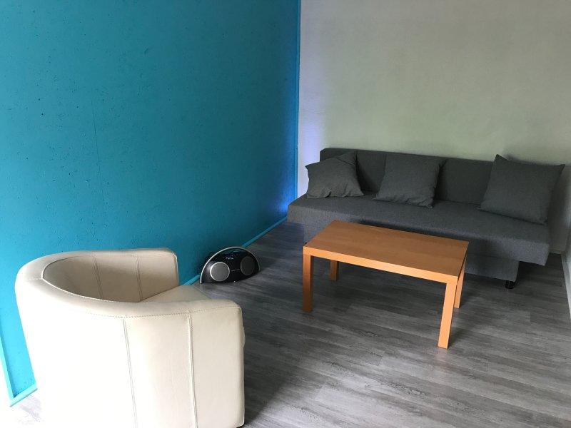 Petit Salon, no piso térreo, com cozinha adicional!