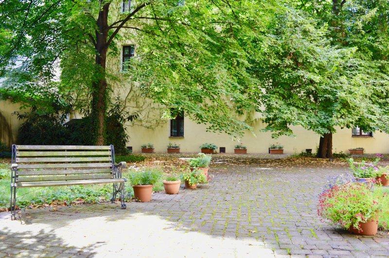 Grand jardin privé, partagé avec mais jamais utilisé par d'autres résidents de la construction.