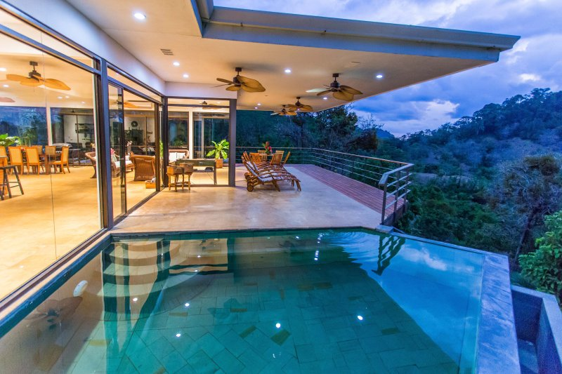 Amazing Home contemporânea com Infinity Pool com deslumbrantes vistas do oceano