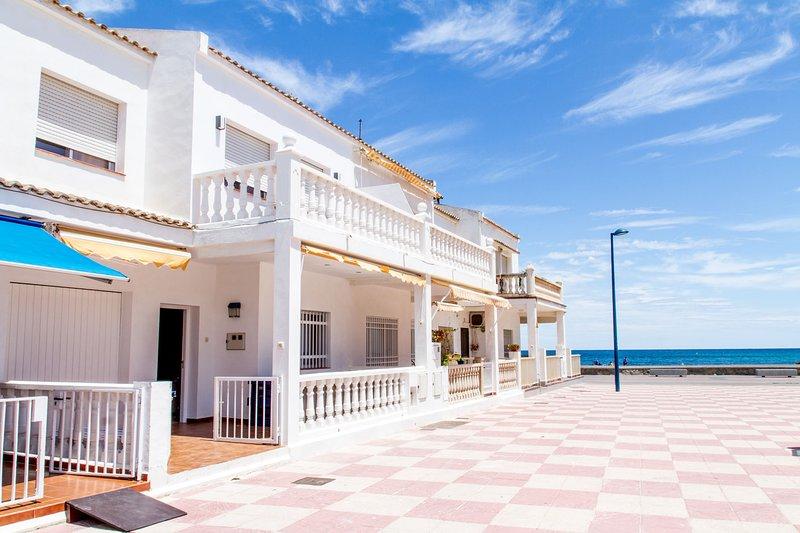 Tot un mon, beach house, casa en primera linea de playa en Puçol Valencia Puzol, vacation rental in Almenara