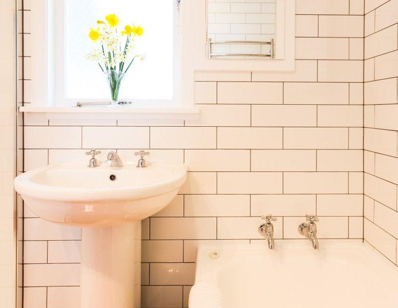prístina baño elegante y nueva.