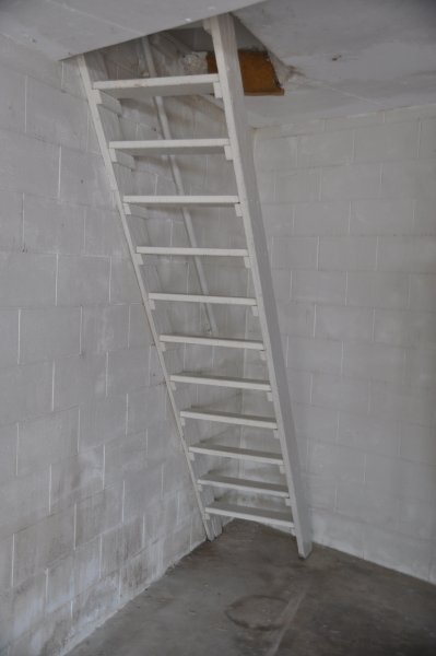 The stairs are narrow. Please do not book if you aren't comfortable climbing them.