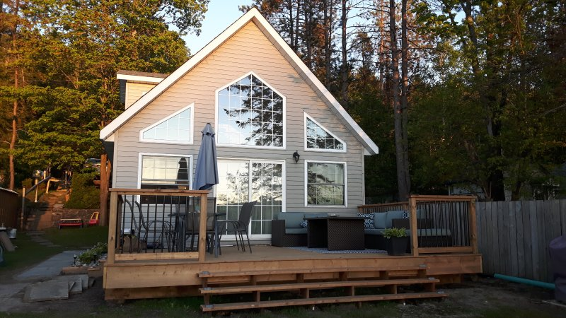 Beachfront Cottage, holiday rental in Port McNicoll