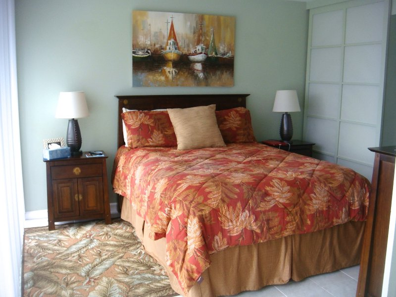 Our very comfortable Queen Size bed with beautiful view.