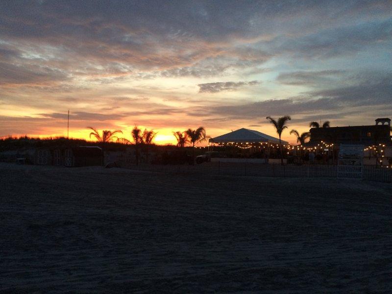 Nossa praia ao pôr do sol