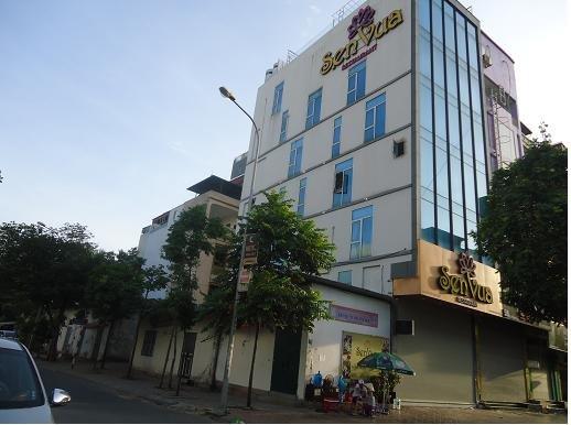 O hotel SEN Vua em 42 Vu Pham Ham Street para 155 Nguyen Khang Street- entrada da nossa casa