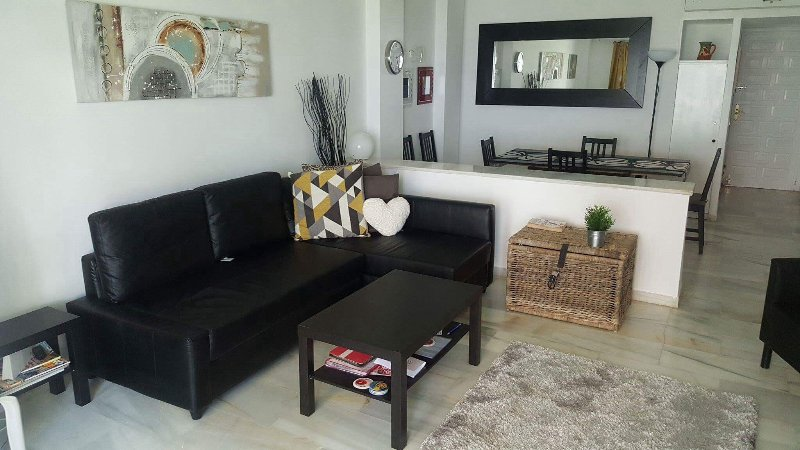 Lovely modern ground floor garden apartment, vacation rental in Sitio de Calahonda