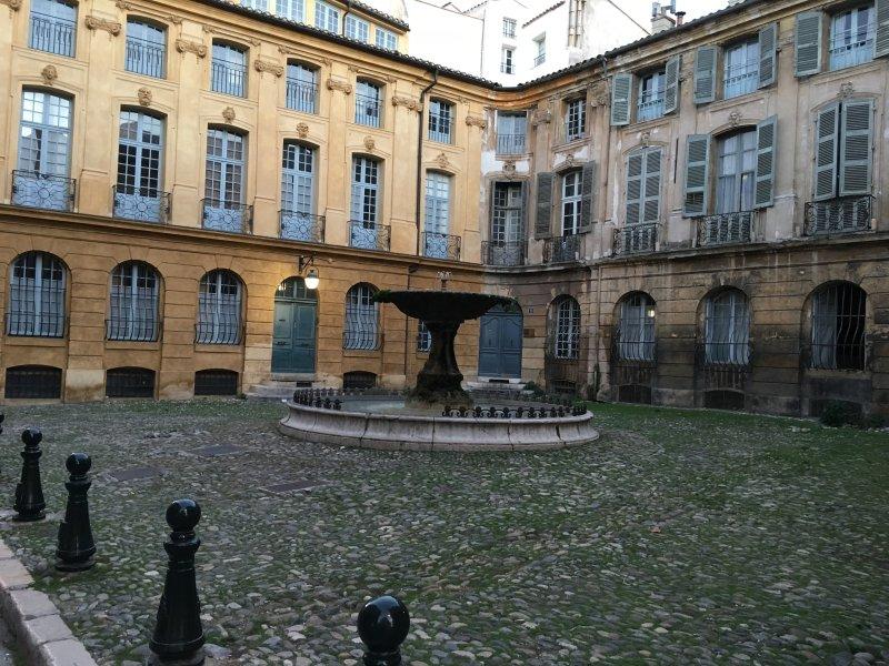 Aix en Provence 15 km 15 milímetros, a cidade de 100 fontes!