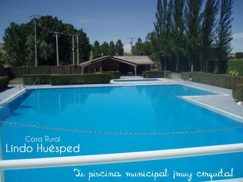 Schwimmbad, 5 Autominuten vom LINDO HUESPED Haus entfernt. Häuser und Wohnungen von 1 bis 16.