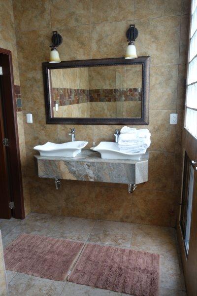 Casa Mendieta 4 Shared Back Packers $12 per person, location de vacances à Samborondon